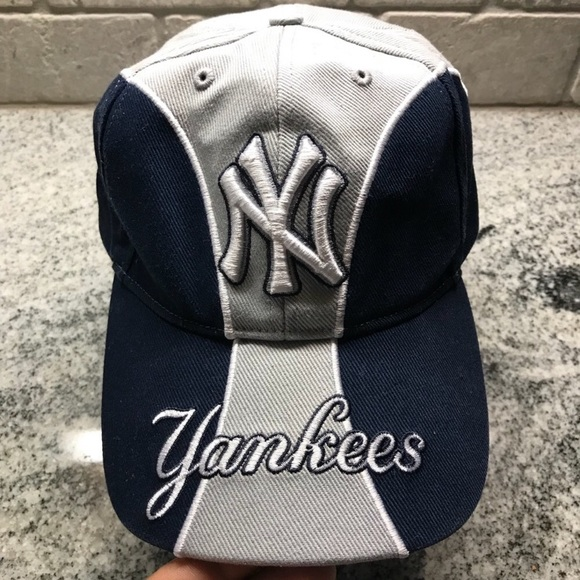6bf25350116 NEW YORK YANKEES StrapBack Dad Hat. M 5bf59253bb76152005684a35
